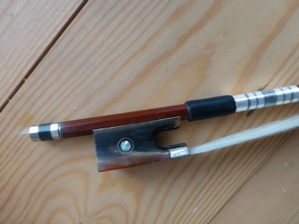 PERNAMBUCO VIOLIN BOW, QUALITY HAND MADE, FULL SIZE, OX HORN FROG, UK SELLER